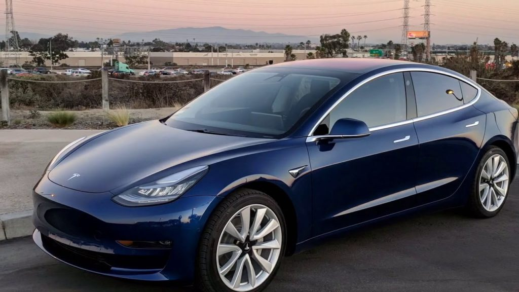 Noleggia la TESLA MODEL 3 50 kWh Standard Plus RWD Sedan